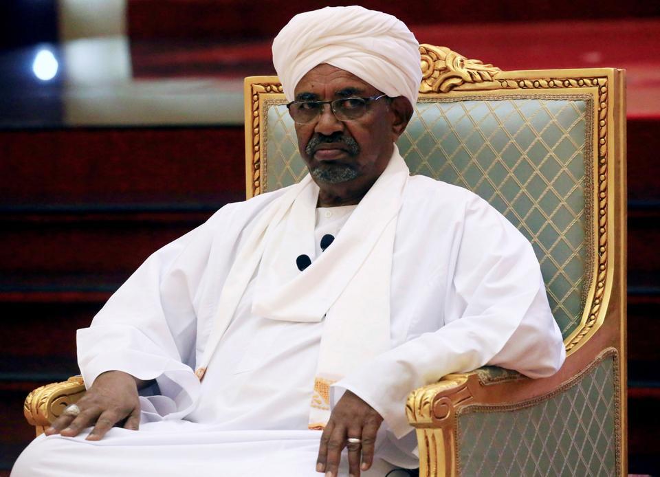 أنباء عن نقل البشير إلى سجن كوبر في الخرطوم