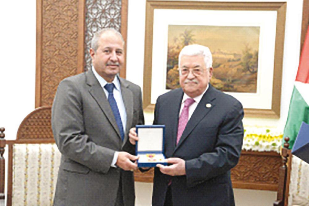 وسام الثقافة والعلوم والفنون الفلسطيني للرواشدة وحلمي وجلاجل وحمدان