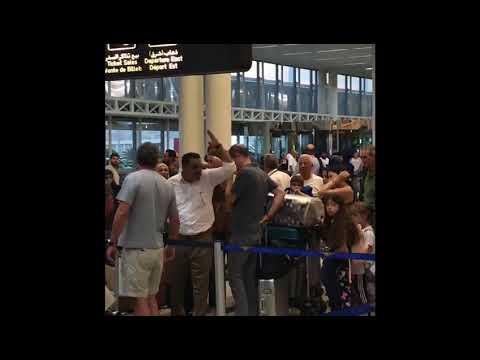 """فيديو:  لبناني يصرخ في مطار بيروت:""""بدكم محمد بن سلمان يربيكم"""""""