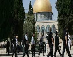 مستوطنون متطرفون يقتحمون المسجد الأقصى بالقدس