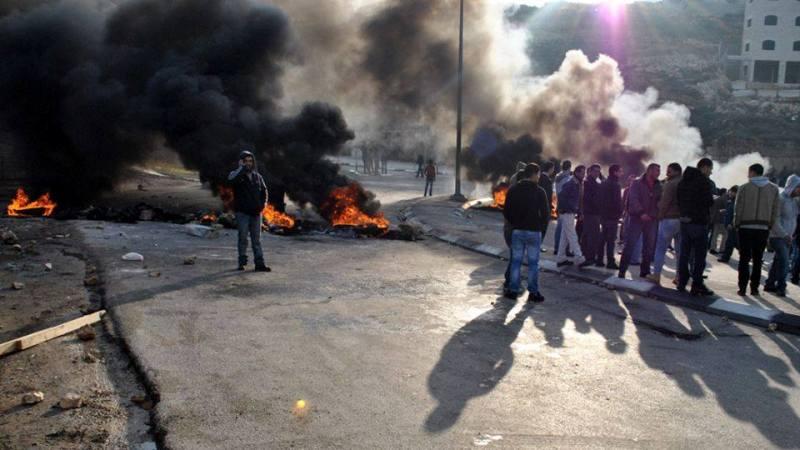 بالصور  .. إصابات واعتقالات في بيرزيت و استشهاد الشاب معتز وشحة