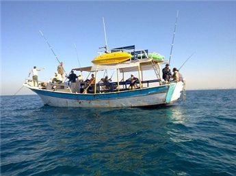 قافلة بحرية من غزة تكسر حاجز الستة اميال
