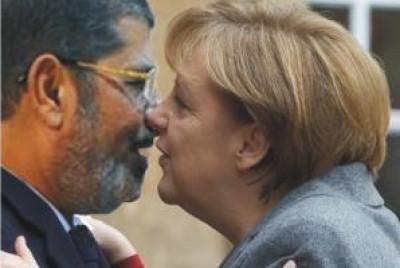 شاهد  ..  صورة مرسي يقبل ميركل تثير الجدل