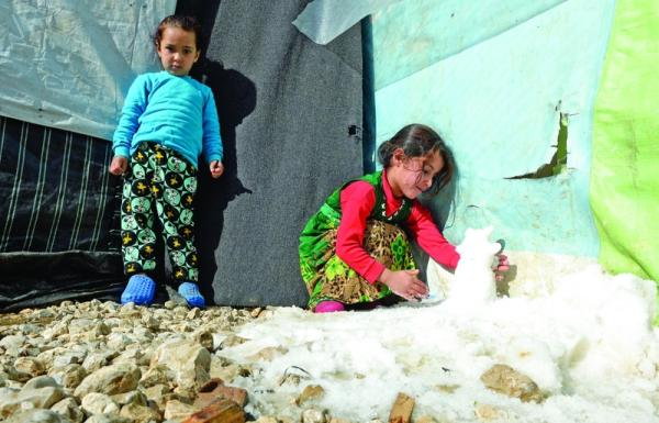 الثلوج «تحرق» ثياب اللاجئين السوريين في لبنان