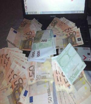 """في إيطاليا .. تونسي التقط """"سيلفي"""" مع أمواله فأوقفته الشرطة"""