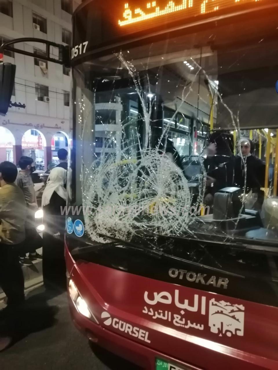 بالصور  .. الباص السريع يدهس شخصاً قرب دوار المدينة الرياضية