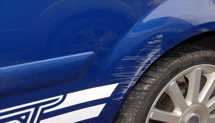 تعرف على 4 حيل بسيطة لإزالة خدوش طلاء سيارتك