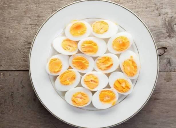 مفاجأة: تناول البيض غير المطهو بالكامل لا يضرّ!