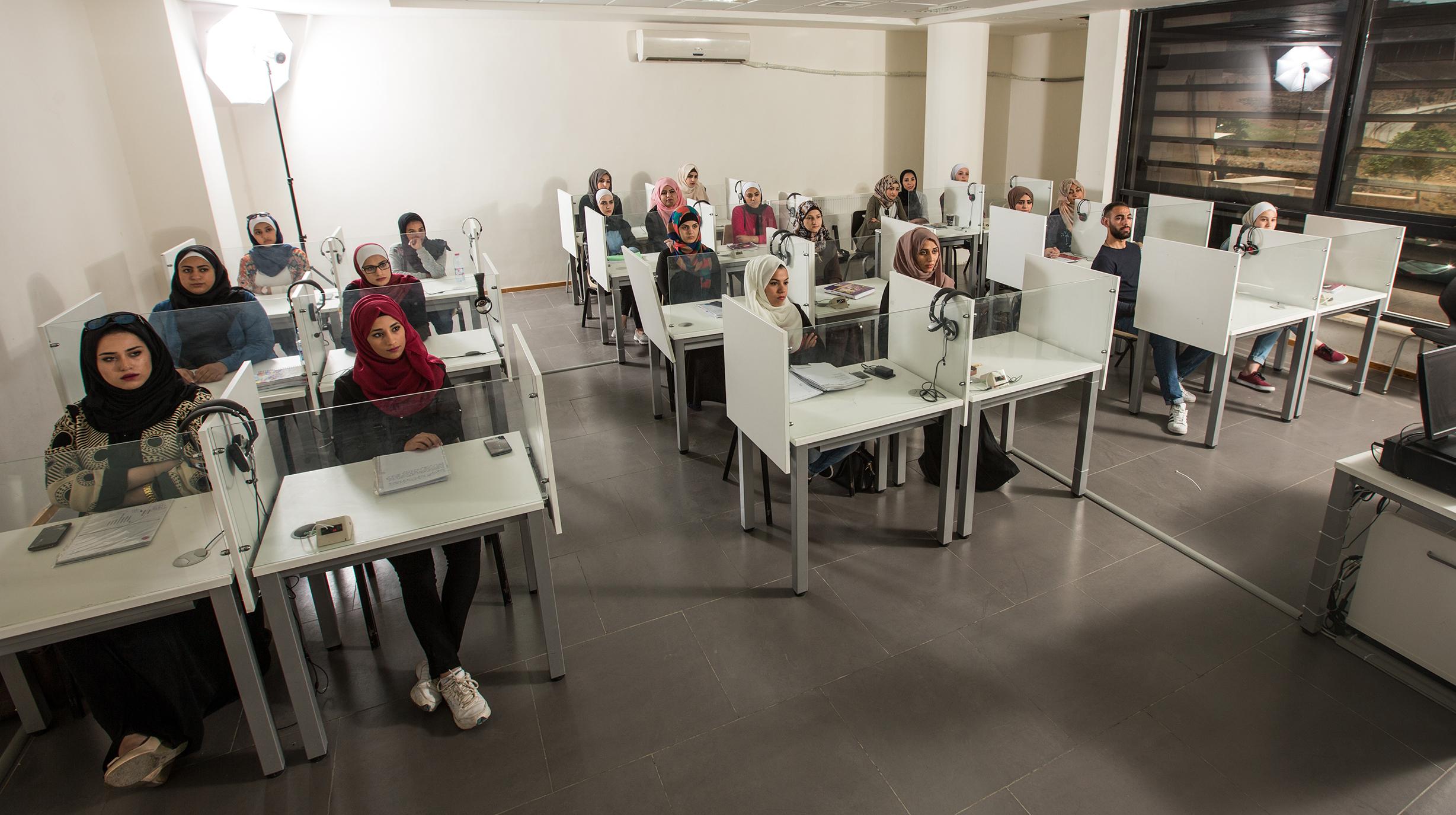 """دورات تدريبية لطلبة وخريجي """"عمان العربية"""" بخبرات  تكنولوجية فنلدنية"""