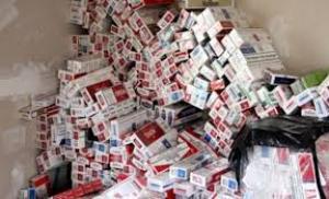 ايقاف اصحاب محلات لبيعهم دخان وتبغ المهرب