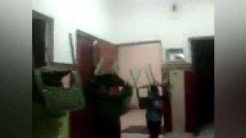 بالفيديو  ..  مشاهد تقشعرّ لها الأبدان  ..  تعذيب وحشي لأطفال دار ايتام في مصر!