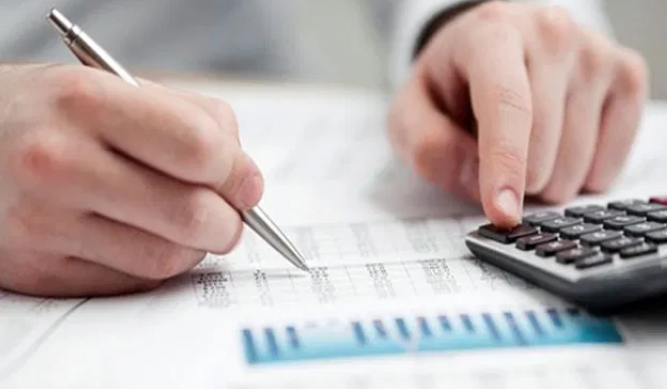 دعوات لتخفيض الضرائب على القطاع التجاري