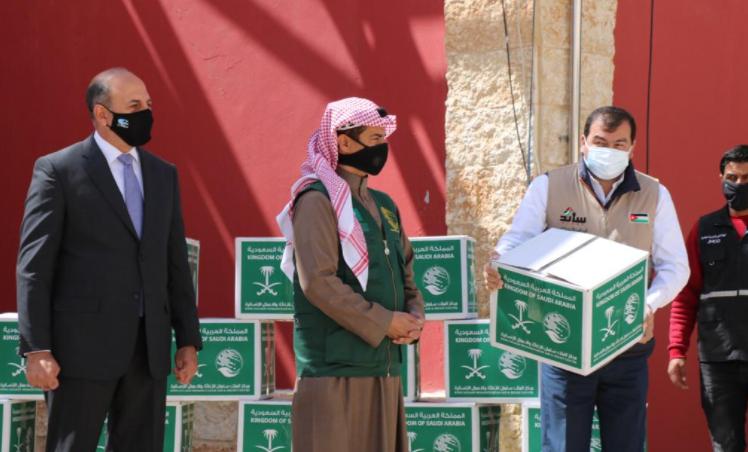 """""""مركز الملك سلمان"""" و """"الخيرية الهاشمية"""" يدشنان مشروع السلال الغذائية"""