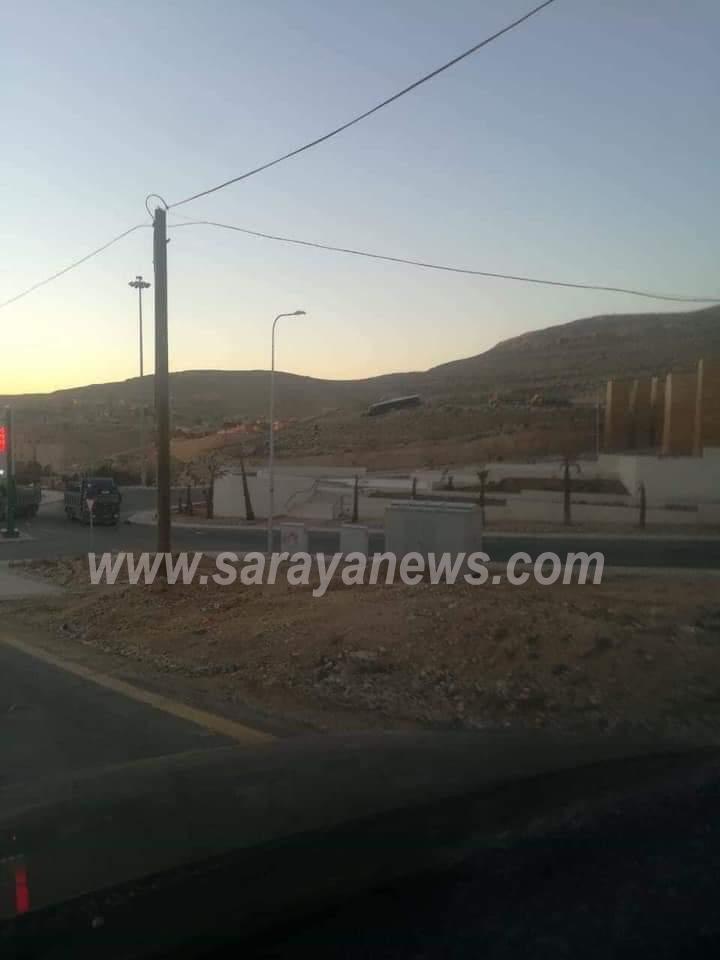 وادي موسى: إصابة 8 سياح بانحراف حافلة ..   صور