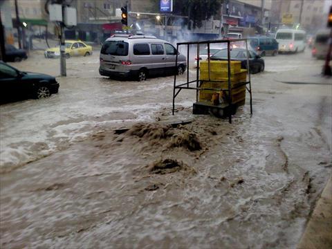 مادبا:  اخلاء 85 شخصا حاصرتهم مياه الأمطار