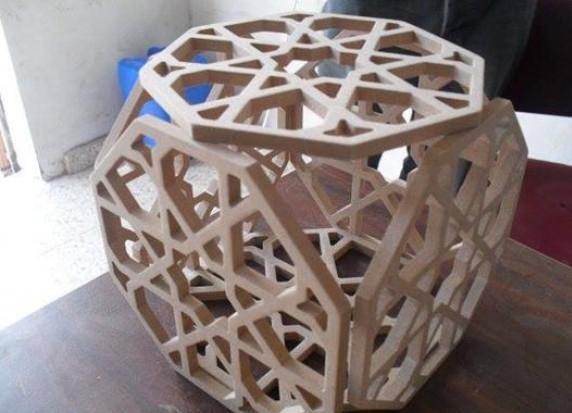 شابان من غزة يتمكنان من صنع ماكينة للنقش على الخشب بتحكم إلكتروني  ..  صور