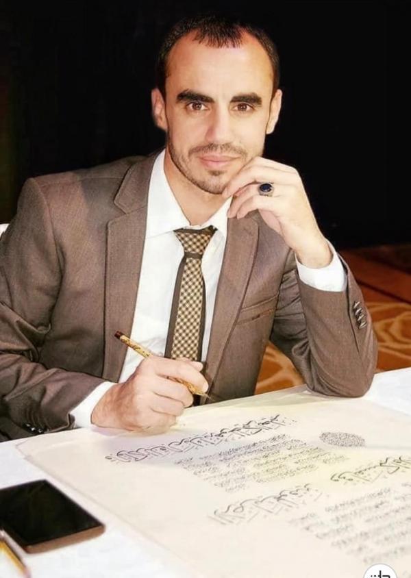 الخطاط الأردني البوايزة يتأهل لجائزة الشيخ زايد للكتاب