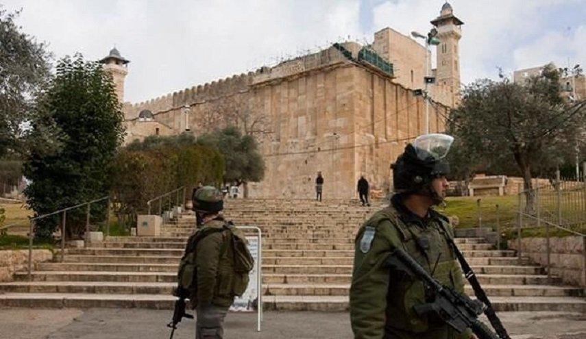 الاحتلال يمنع الفلسطينيين من الصلاة بالحرم الابراهيمي