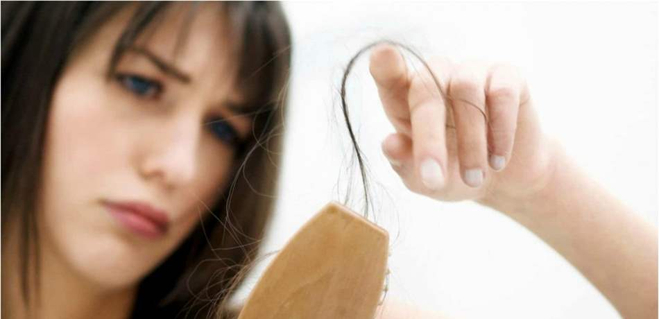 أعراض تُنذر بتدهور صحي إذا ترافقت مع تساقط الشعر ..  انتبهوا لها!