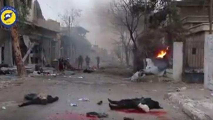 مشاهد قاسية +18  ..  لحظة ارتكاب الطيران السوري مجزرة في حلب راح ضحيتها 45 شخصاً من النساء و الاطفال والشيوخ