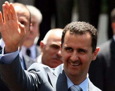 الأسد يعتبر عدم انشقاق سفرائه دليل انتصاره