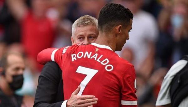 سولشاير يبرئ كريستيانو رونالدو من إخفاقات مانشستر يونايتد