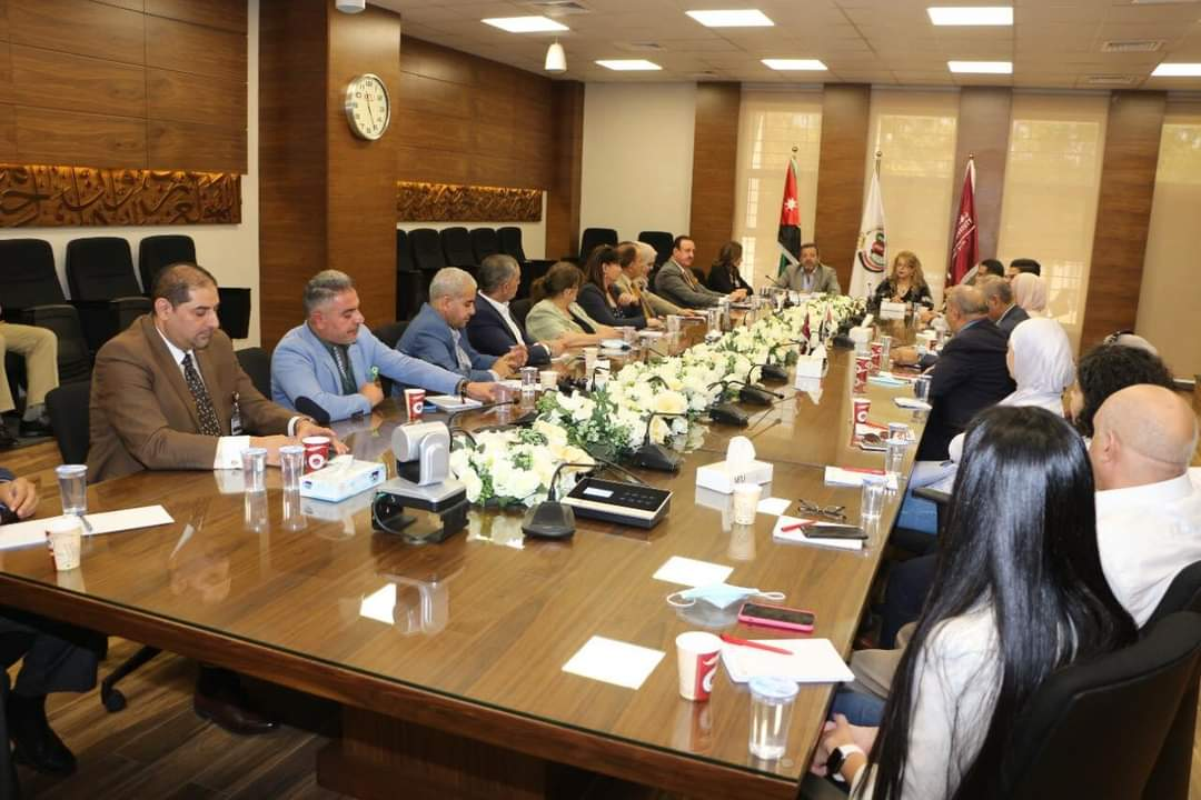 وكالات الانباء والقنوات العربية والاجنبية على طاولة الحوار بكلية الاعلام في جامعة الشرق الاوسط