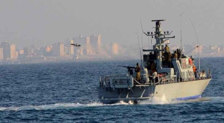 قوات الاحتلال تعتقل صيادين في بحر غزة