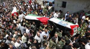 الفلسطينيون يشيعون اربعةِ شهداءَ استشهدوا في مسيراتِ العودة بغزة