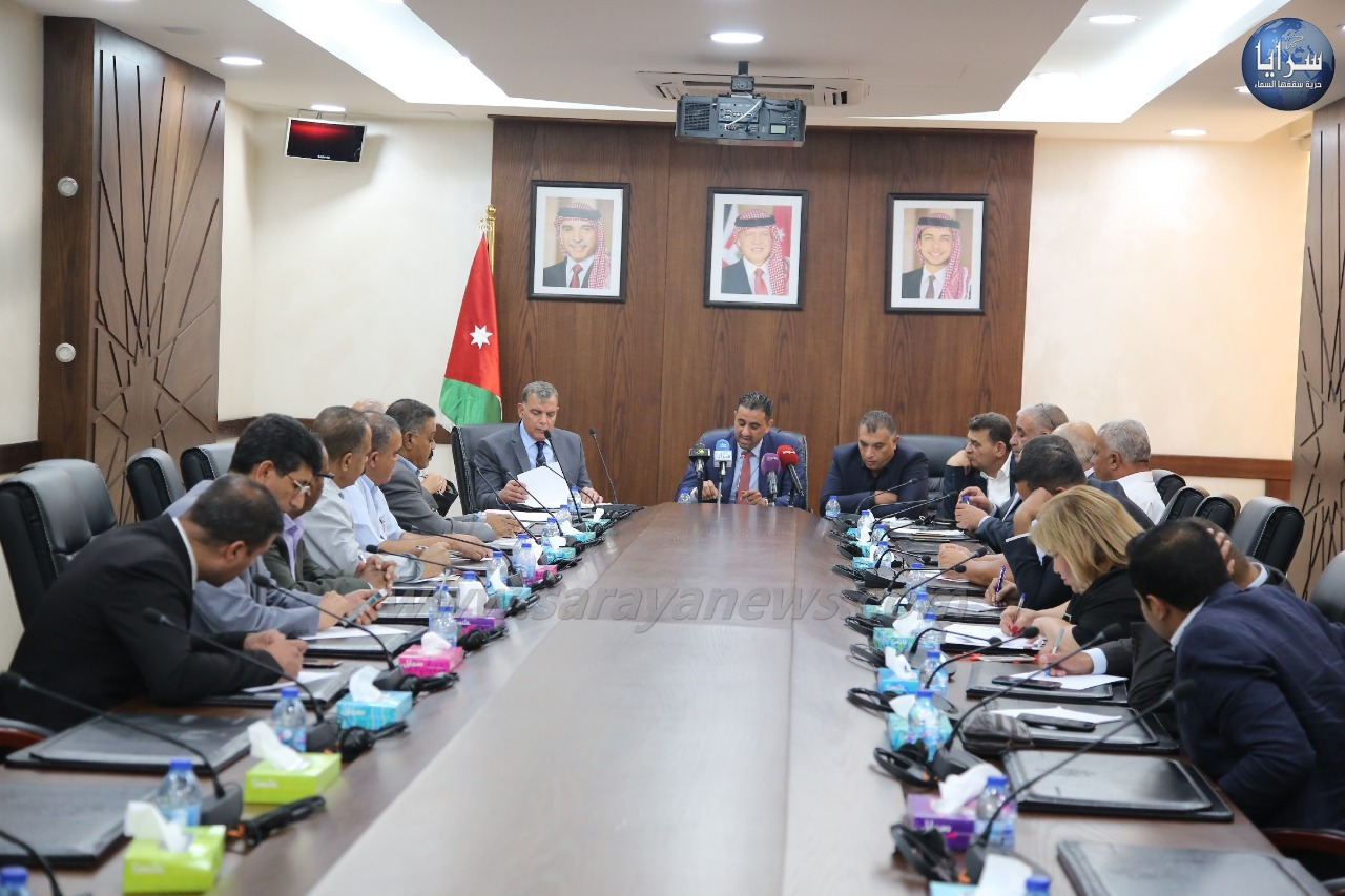 لجنة الخدمات العامة والنقل النيابية تناقش تراخيص المنشآت والمنتجعات في الحمة الأردنية