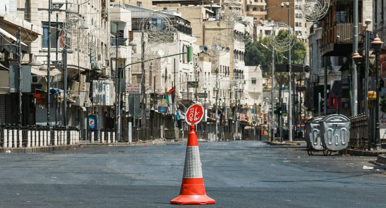"""الأوبئة: إلغاء """"حظر الجمعة"""" أدّى لزيادة إصابات كورونا في الأردن"""