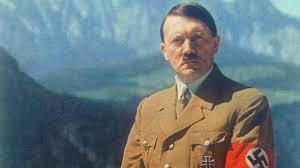 تعويض موظف مطرود لتقليده هتلر