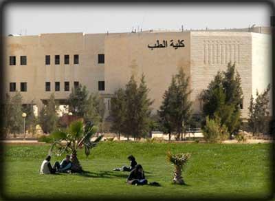 """الطلبة المتضامنون مع زملائهم المحرومين في """"طب الأردنية"""" ..  يكشفون حقيقة ماجرى"""