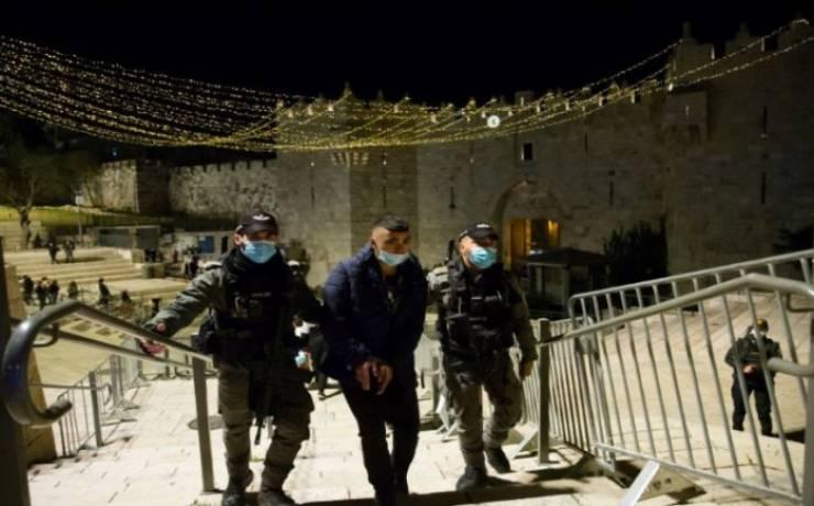 القدس: الاحتلال يعتدي على المواطنين قرب باب العامود