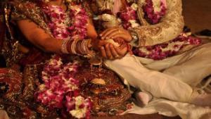 كيف تسبب رئيس الحكومة الهندي بانفصال عروسين قبل حفل زفافهما؟