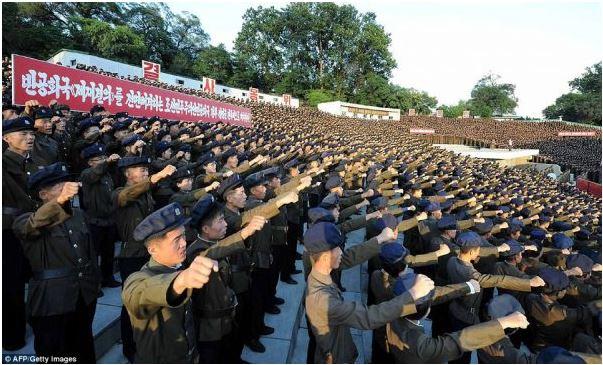 """بالصور .. (3.5) مليون جندي كوري شمالي يتطوّعون بالجيش لـ""""قتال أمريكا""""  هل اقتربت الحرب  ؟"""