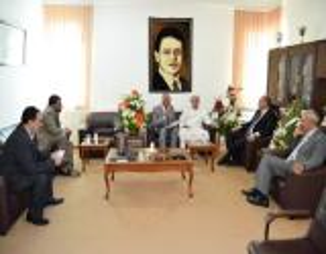 الملحق الثقافي العُماني البلوشي يزور جامعة إربد الأهلية