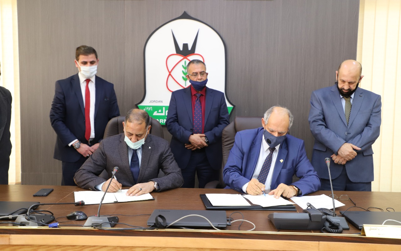 بالصور  ..  توقيع مذكرة تفاهم بين اليرموك وشركة المدن الصناعية الأردنيــــة