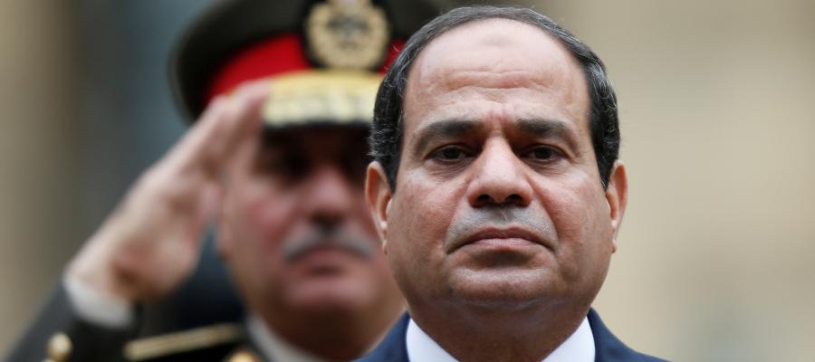 القبض على مسؤولين مصريين بعد تلقيهم رشاوى من شركات كبرى