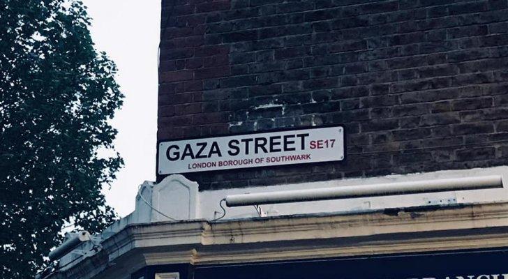 الأهالي يسمون أحد شوارع لندن باسم غزة تنديدا بعدوان الاحتلال الاسرائيلي الأخير - صورة
