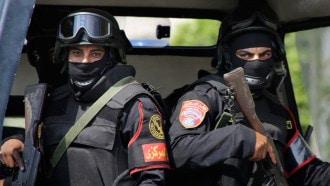 تفاصيل صادمة  ..  مدمن مخدرات قتل زوجته أمام طفليها وابلغ أسرة الضحية بجريمته بمصر   .. صورة