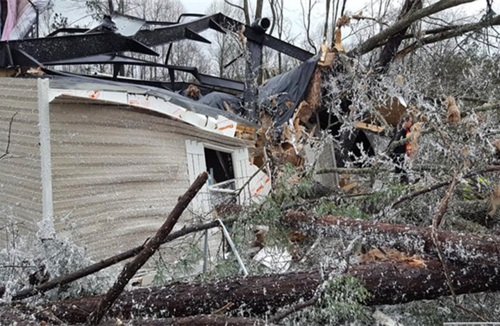 بالفيديو  ..  22 قتيلاً في إعصار يضرب ولاية ألاباما الأميركية
