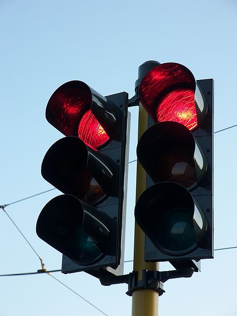 500-100 دينار مخالفة الإشارة الضوئية