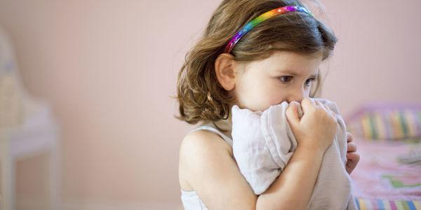 ما هي الطريقة المناسبة لتهدئة الطفل العنيد؟