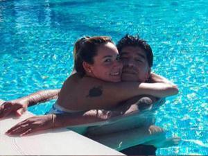 بالفيديو .. طرد ماردونا وصديقته من احد الفنادق بسبب رقصهما