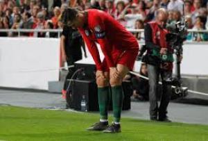رونالدو يتعرض لإصابة تخرجه من مباراة البرتغال وصربيا