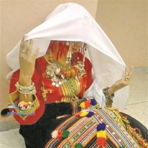 بالصور : أغرب طقوس الزواج العربية