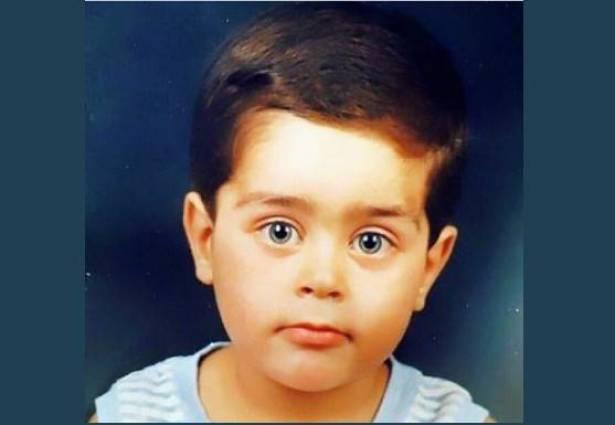 بالصورة: هذا الطفل أصبح فناناً لبنانياً ..  خمنوا من هو