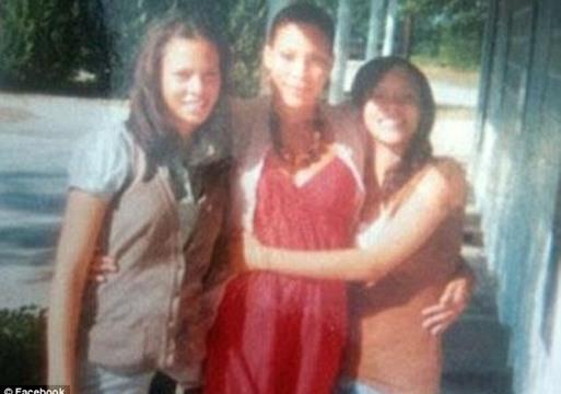الشقيقتان التوأم  ..  قتلتا والدتهما ذبحا!
