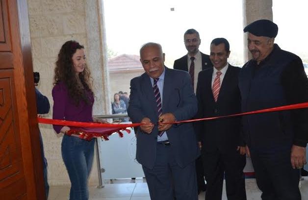 قسم التصميم الجرافيكي في جامعة عمان الأهلية ينظم معرض الضوء واللون والحرية